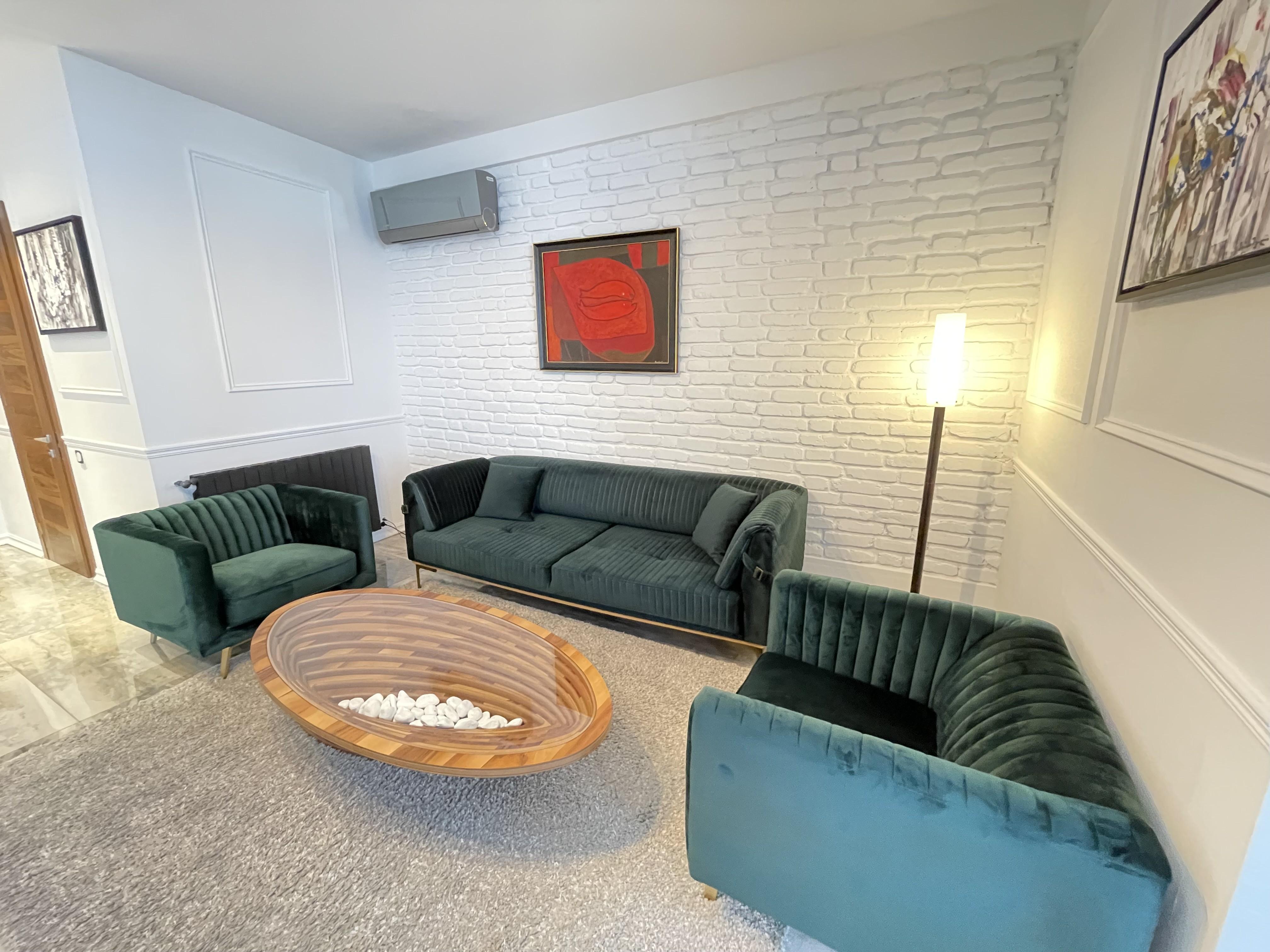Сдается Большая 3-Комнатная Квартира в Ваке, у Круглово Сада